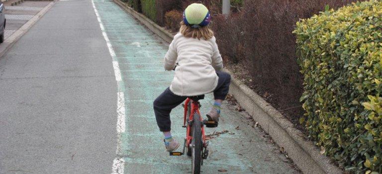 Quatre ministres lancent Savoir rouler à vélo depuis le vélodrome du bois de Vincennes