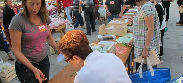 Modef et PCF font leur marché à Ivry-sur-Seine