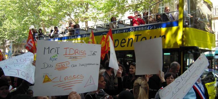 Grève des enseignants contre les suppressions de poste au collège et lycée