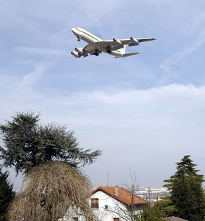 Manif d'élus pour l'insonorisation des riverains de l'aéroport d'Orly