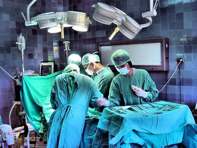 12 hôpitaux habilités à explanter les prothèses PIP dans le Val de Marne