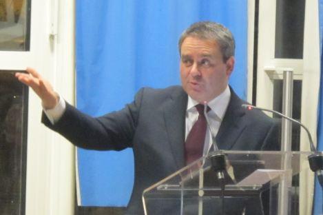 Campagne UMP : Xavier Bertrand donne le mode d'emploi