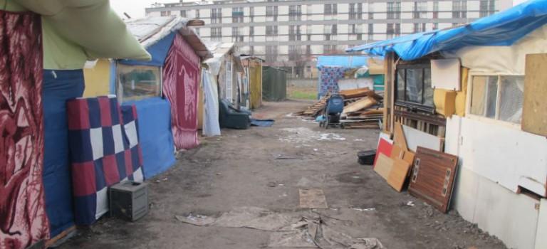 Relogement immédiat de 11 familles Roms d'Ivry dans l'ancienne gendarmerie