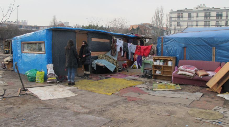 Ivry une d l gation du bidonville de roms suspend le for Piscine ivry sur seine horaires