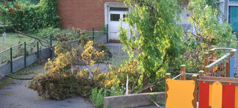 Une mini tornade arrache le toit de l'école Joliot-Curie