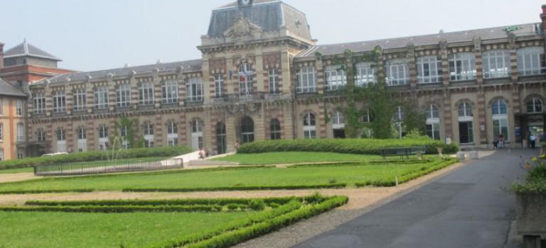 Grève aux hôpitaux de Saint-Maurice contre le transfert de polyhandicapés en unité psychiatrie après fermeture d'un service