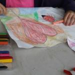 Atelier de confection des cerfs-volants par les enfants