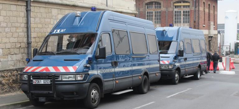 Les syndicats furieux après la visite de François Hollande au CHU du Kremlin