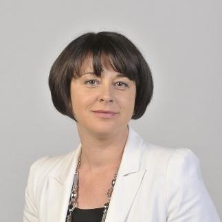 La ministre du Commerce visite la France qui se lève tôt
