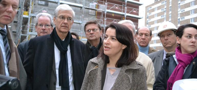 Cécile Duflot visite un chantier de logements sociaux