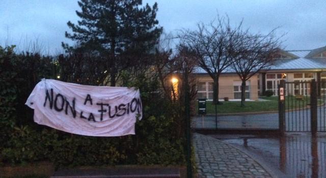 Les parents s'opposent à la fusion des écoles Les Buissons