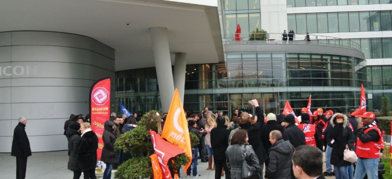 Les Ricoh manifestent contre le plan de suppression de postes