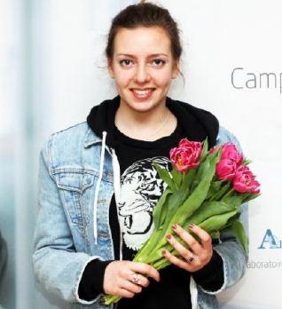 L'Efrei offre des tulipes à ses candidates