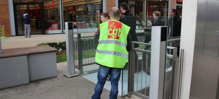 La CGT fait campagne en centre commercial