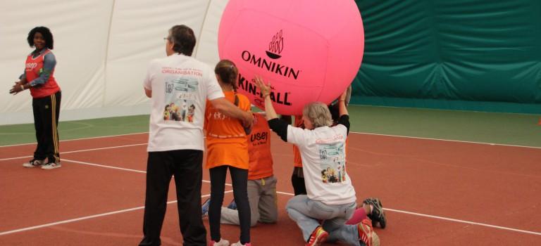 Handicapés et valides jouent ensemble au Kinball