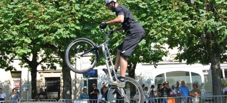 Les élèves chaudronniers créent le tremplin du champion du monde de VTT-trial