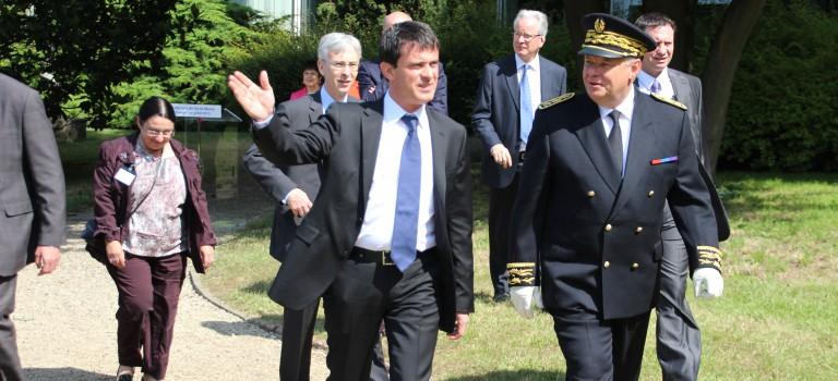 Manuel Valls présente les préfectures 2.0 à Créteil