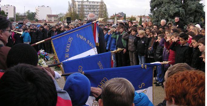 Cérémonie des flammes de l'espoir avec les écoliers de Saint-Maur