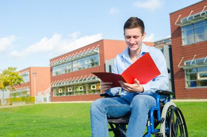 Ecole et handicap : appel à témoignages du Défenseur des droits
