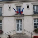 Mairie Villecresnes credit Benjism89 wikicommons