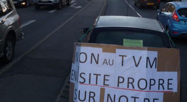 Manifestation contre l'Est-TVM en site propre à Champigny