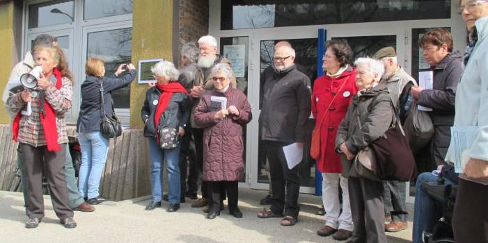 Municipales Vitry : Bertrand Potier pose une plaque symbolique pour les 70 ans de la sécu