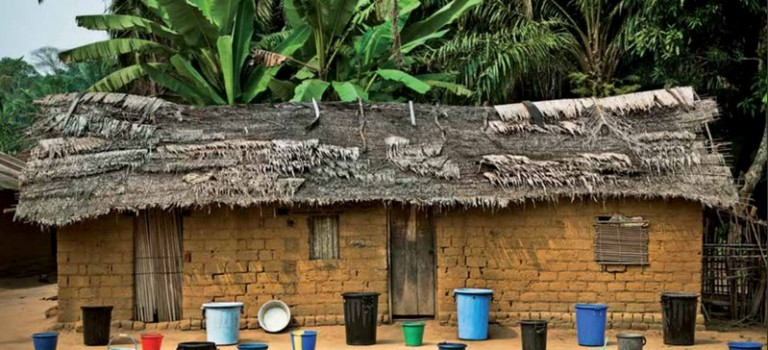 Expo photos : Patrick Willocq sur la route de Bikoro à Bokonda à la MAC