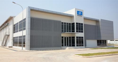 Essilor ouvre une usine au Laos