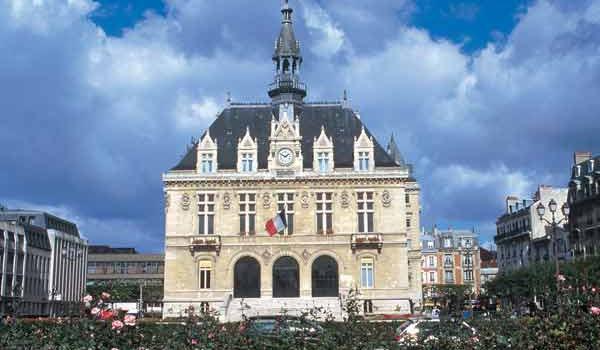 Visite insolite dans les combles de l'hôtel de ville de Vincennes