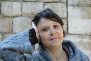 Amina Danton en dédicace à la médiathèque d'Arcueil