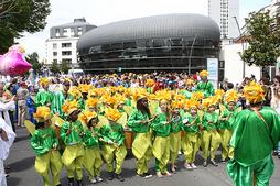 Feu d'artifice, bal brésilien et carnaval à la fête communale de Chevilly