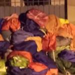 sacs de linge sale devant logment directeur