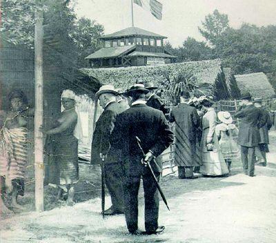 visiteurs-expo-coloniale-1907