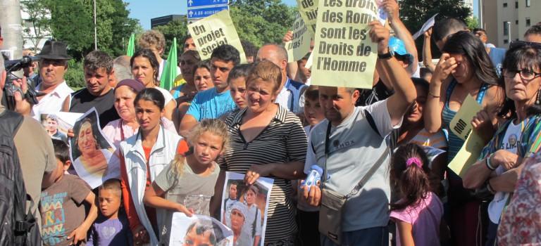 Important rassemblement contre les expulsions de Roms devant la préfecture de Créteil