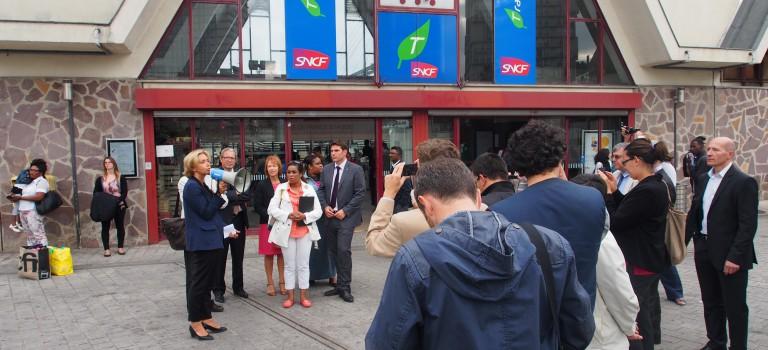 Les enchères montent autour du RER C:  pas d'appels d'offre pour G. Pépy, bus et indemnisation pour V. Pécresse