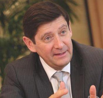 Le ministre Patrick Kanner visite une résidence intergénérationnelle à Vitry