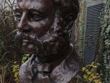 Un buste hommage au fondateur de la Croix rouge, Henri Dunant, à  Joinville