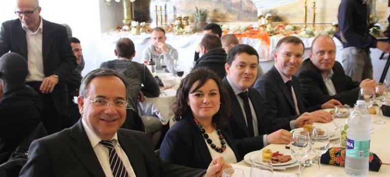 La droite reprend des forces autour d'un buffet portugais