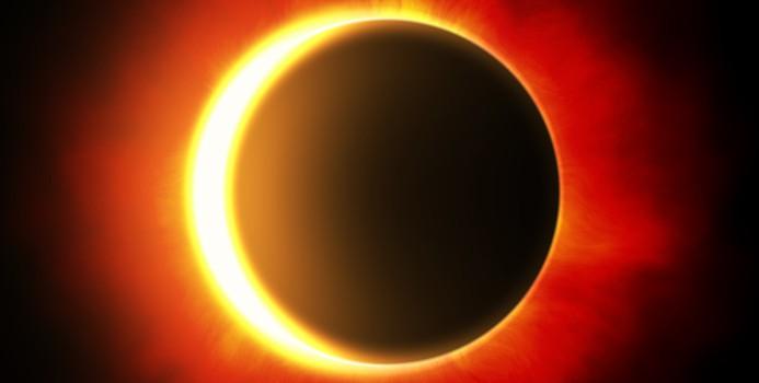 Eclipse partielle du soleil:  séance d'observation à l'Exploradôme