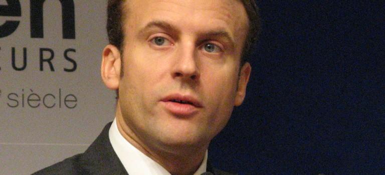 Emmanuel Macron vient parler politique de la ville avec les élus franciliens dans l'Essonne