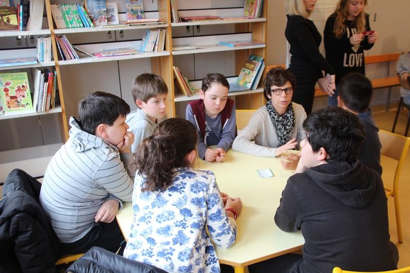 Les élèves sont encadrés par un banquier et leur enseignant