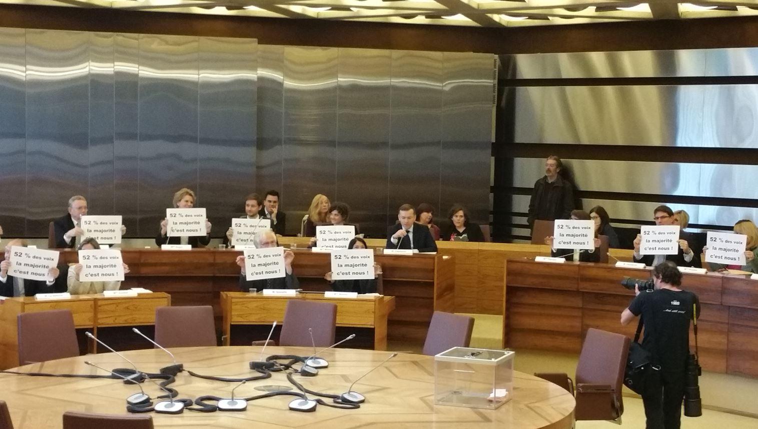 Elus droite Pancartes Conseil departemental 2 avril