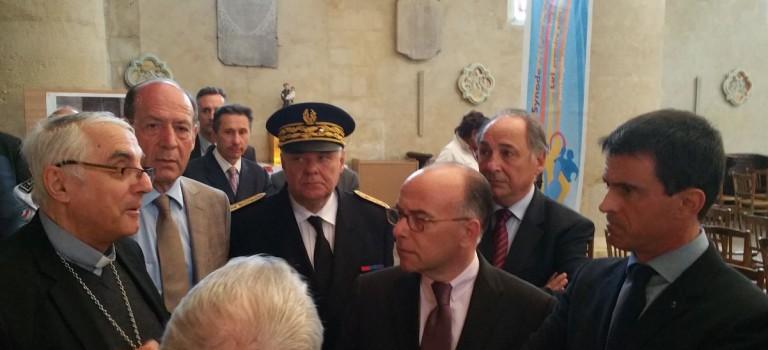 Attentats évités : M. Valls et B. Cazeneuve se sont rendus dans les églises de Villejuif