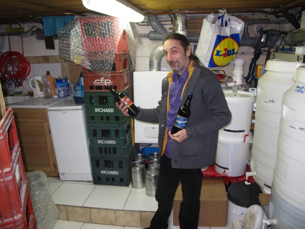 Alain Belarimi dans sa cave