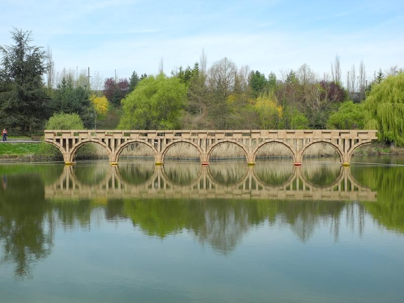 Le pont de Champigny ressemblera à celui-ci, installé en 2013 à Massy (Essonne).