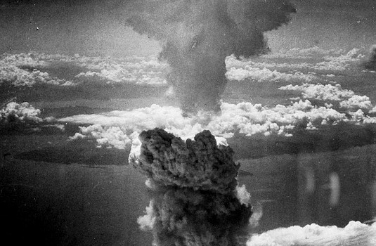 Débat sur les victimes de la bombe atomique française