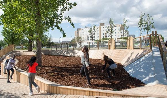 Champigny-sur-Marne fête sa nouvelle esplanade Bazin au-dessus de l'A4