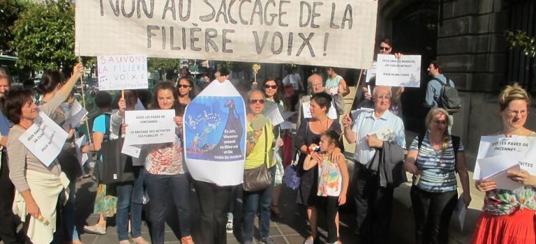 Manif musicale contre la réduction du budget voix au conservatoire de Vincennes