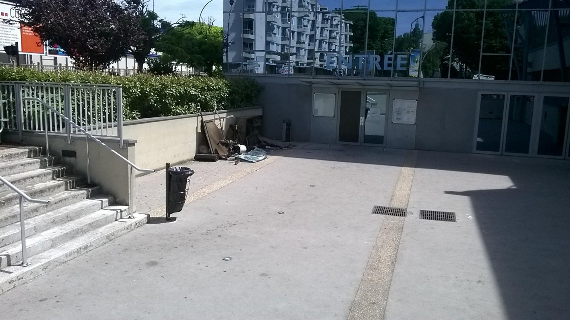 Gros incendie la piscine de villejuif 94 citoyens for Piscine villecresnes