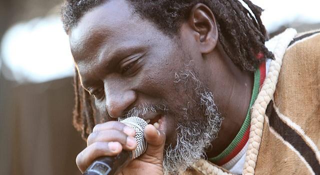 Tiken Jah Fakoly et Cali en concert à la Fête d'Ivry